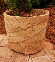 Házilag készített beton tárgyak térkövezett felületekre