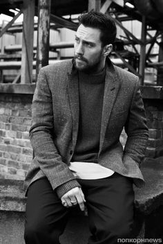 Aaron Taylor-Johnson by Ben Weller for Mr. To wear - Aaron Taylor-Johnson by Ben Weller for Mr. Aaron Taylor Johnson, Mr Johnson, Beautiful Men, Beautiful People, Tom Ford Suit, Becoming A Father, Male Fashion Trends, After Life, Military Men