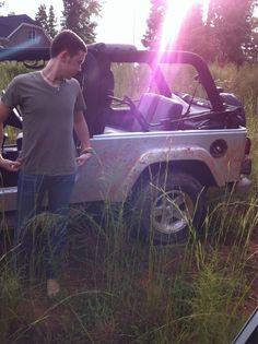 Scotty McCreery and a jeep! OH YEAH! My kinda man!
