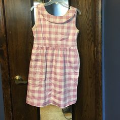 Boatneck plaid dress Cute spring/summer dress. V-back with ties. Lined skirt. Hits mid thigh. Pockets! Dresses Midi