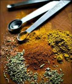 [ DIY: Gyros Spice Mix Recipe ] You'll need: paprika powder, curry powder, ground cumin, chili powder, onion powder, garlic powder, black pepper, dried oregano, dried thyme, dried rosemary and a little cornstarch for this deliciousness. ~ recipe from Kayotic Kitchen (kayotic.nl)
