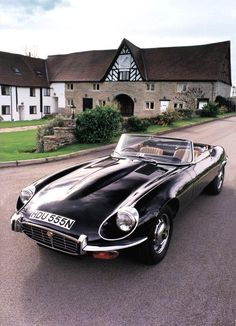 Jaguar to relaunch production of its iconic E-type – Car Racing & Car Classic Jaguar Cars, Jaguar Type E, Jaguar Xk, Classic Sports Cars, Classic Cars, Ford Motor Company, Logo Audi, Mustang Cabrio, Chevy