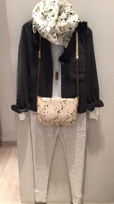 Street Style & Chic, la combinación perfecta de la mano de Polder París: Pantalón, camiseta, camisa, fular, bolso. Bijouterie Mimi Scholer. #cool #trendy #chicparis