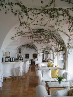 The lobby at Covo dei Saraceni Hotel in Positano, Italy (by Travelive).