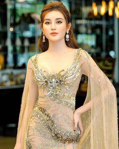 Top 10 Most Beautiful Indian Actresses 2019 Beautiful Bollywood Actress, Most Beautiful Indian Actress, Beautiful Actresses, Beautiful Girl Image, Beautiful Asian Women, India Beauty, Asian Beauty, Cute Girl Photo, Stylish Girl