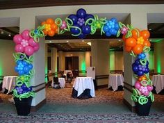 Like the flower balloons for a tropical look