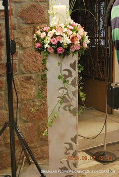 Στολισμός γάμου μέ σάπιο μήλο σε κλασικό ύφος καί ρομαντικές vintage πινελιές, σε τόνους του ιβουάρ και ροζ σάπιο μήλο με τα τριαντάφυλλα Glass Vase, Wreaths, Candles, Vintage, Wedding, Decor, Valentines Day Weddings, Decoration, Door Wreaths
