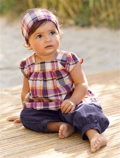 Süßes Baby Set aus Top, Hose und Kopftuch von Vertbaudet.