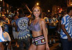 Confira os looks lindos de crochê que a musa Sabrina Sato vem usando nos  eventos pré carnaval aos quais comparece aqui no Rio. 4614403db9