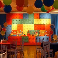 Maceió/AL- Festa: Lego |Decoração: @amarallaura |Balões: @baloesmagicosmaceio |Iluminação: @fernandoborgesluzcenica |Bolo: @cupcakesdabianca |Doces: @maltafabiana @sweet_art_mcz |Biscoitos decorados: @celinachaves |Móveis: @livingeventos |Foto: @tgma83 |Porcelanas: @composicao_Locacao #DentroDaFesta #Maceio