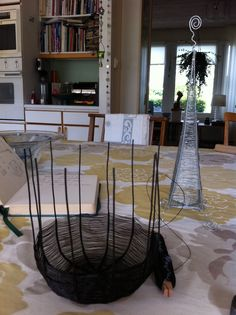 Korg och ljushållare 2012 / Tiina K. Copper Wire Art, Wire Crafts, Hanging Chair, Gift Ideas, Metal, Furniture, Home Decor, Iron, Wire