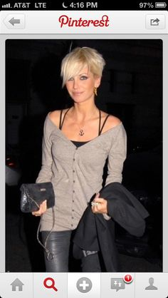 Perfect hair! Short platinum blonde!