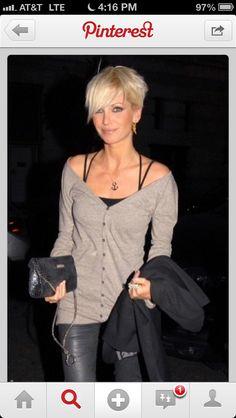 Perfect hair! Short platinum blonde!
