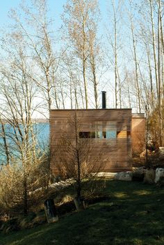 Sunset Cabin - Lake Simcoe, Ontario, by Taylor Smyth Architects Nature Architecture, Residential Architecture, Amazing Architecture, Architecture Design, Ontario, Modern Lake House, Mini Loft, Cabins In The Woods, Parks