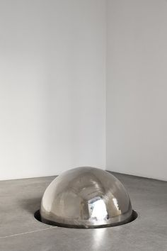 António Bolota, Sculptures (installation view). Untitled, 2012. Polished stainless steel and concrete. Variable dimensions.