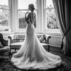 Beautiful bride in a Pronovias dress - Bath wedding on October 2013 Wedding Portraits, Wedding Photos, Wedding Tips, Pronovias Dresses, Professional Wedding Photography, Timeless Wedding, Wedding Photography Inspiration, Hotel Wedding, Beautiful Bride