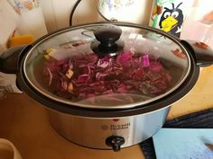 Rode kool in de slowcooker Red cabbage in the slow cooker - Slow cooker without packages and bags Healthy Slow Cooker, Crock Pot Slow Cooker, Healthy Crockpot Recipes, Slow Cooker Recipes, Easy Chocolate Mousse, Multicooker, Food Print, Easy Meals, Favorite Recipes