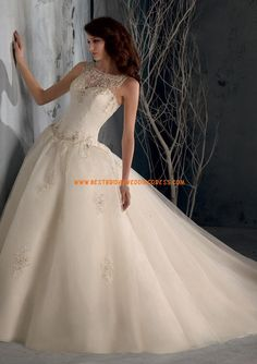 FTW Bridal Wedding Dresses Wedding Dresses Online, Wedding Dress Plus Size, Collection features dresses in all styles as well as more traditional silhouettes. Customize your bridal gown now! Wedding Dress Buttons, Wedding Dress Organza, Wedding Dress Necklines, Tulle Ball Gown, Bridal Lace, Ball Gowns, Tulle Wedding, White Bridal, Mariage