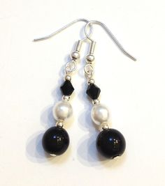 Black & white glass pearls and black glass crystals earrings