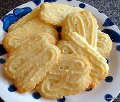Lemon Melting Moments Cookies - Lovefoodies hanging out! Tease your taste buds!
