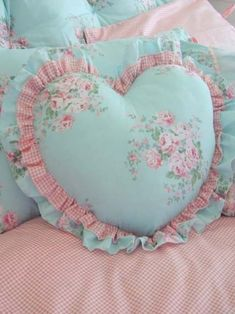 Shabby Chic home decor ideas number 1806295436 for for one truly smashing, cozy bedroom. Please push the home decor shabby chic diy link this instant for other information.