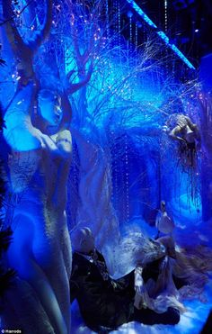 Fashion Fades Style Stays: The Harrods Christmas Window Display & Christmas Parade 2011.