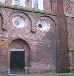 This is the best picture of a surprised building you'll see all day