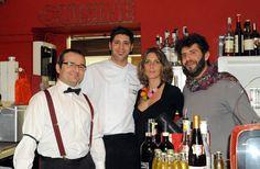 La foto-ricordo dei protagonisti della serata per la cena futurista del 26 novembre 2012: da sinistra, il miscelatore Fulvio Piccinino, lo chef Marco Pilia, i titolari del ristorante Il Kitchen Martina Quaglia e il marito Andrea Mangialardo