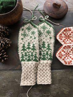 Norskt tradisjonsstrikk   FINN.no Knit Mittens, Mitten Gloves, Knitting Socks, Knitted Hats, Handicraft, Knit Crochet, Knitting Patterns, Winter Hats, Quilts