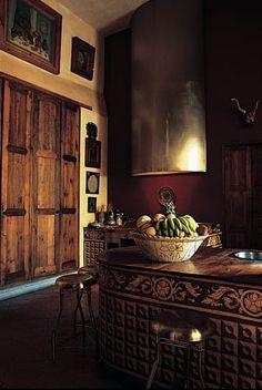Mexican decor: the warm inviting tones of a traditional kitchen. (c) Cocinas Mexicanas Tradicionales