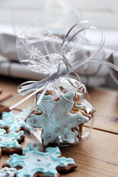 Inspiration Lane - Snow blue iced snowflake biscuits