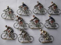 Coureurs cycliste en aluminium , un jeu où l'on jouaient avec mon petit frère pendant des heures dans un tas de sable , que des bons souvenirs '''