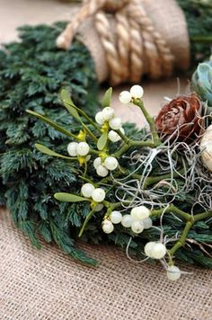 love the rope & burlap idea on this wreath
