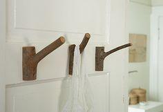 DIY Branch Hook via Schmancy #Hook #Branch_Hook #Schmancy
