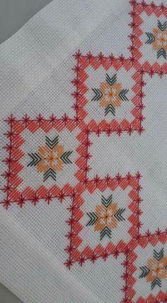 This Pin was discovered by Seh Bargello Needlepoint, Broderie Bargello, Needlepoint Stitches, Swedish Embroidery, Hardanger Embroidery, Cross Stitch Embroidery, Hand Embroidery, Cross Stitch Borders, Cross Stitch Designs