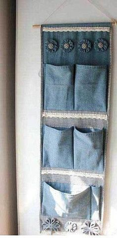 Make your own hanging storage from recycled blue jeans. Jean Crafts, Denim Crafts, Fabric Crafts, Sewing Crafts, Sewing Projects, Hanging Storage, Diy Hanging, Wall Storage, Jean Diy