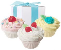 Gifts for women: cupcake bath bombs (love these!)