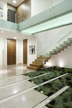 Indoor Garden And Glass Staircase In Contemporary Casa Luz In Guatemala City By Paz Arquitectura home trends design photos, home design picture at Home Design and Home Interior Modern Landscape Design, Modern Landscaping, Modern House Design, Modern Houses, Interior Garden, Interior Exterior, Amazing Architecture, Interior Architecture, Contemporary Architecture