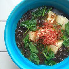 """Miso soup of marine-plants""""Mozuku"""" , mitsuba & TOFU /モズクと三つ葉、お豆腐のお味噌汁"""