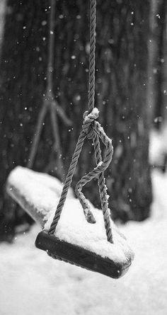 موضوع للدموع، وحي من الكتابة، حكاية الحنين للنديف والخريف والكآبة، للبوح والدعاء، وساعة الإجابة