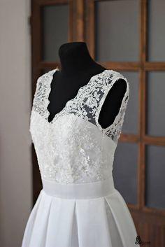 8f3410d245a9 Svadobné šaty v retro štýle s korálkovou krajkou   Dyona