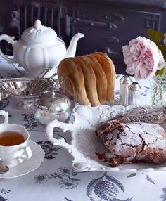 Good morning! Time for tea.