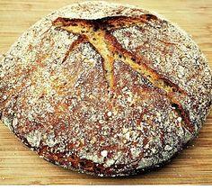 Evde ekmek yapmak sandığınız kadar zor değildir. Az malzeme ve yoğurma gücüyle kendi ekmeğinizi kendiniz yapabilirsiniz.Eski zamanlarda, yani hazır mayaların bulunmadığı dönemlerde, baklagillerden elde edilen maya ile ekmek yapılırmış. Aslına bakarsanız böylesi daha lezzetli oluyor. Herkesin köy ekmeğini çok sevmesi ve köy ekmeğinin hem lezzetli hem de doyurucu olması, bundan kaynaklanır.Bu baklagillerden en çok kullanılanı …