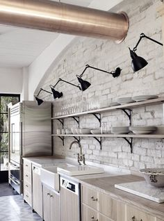 Brick, open shelving and industrial lighting | Harbour Front Residence by Hess | Hoen