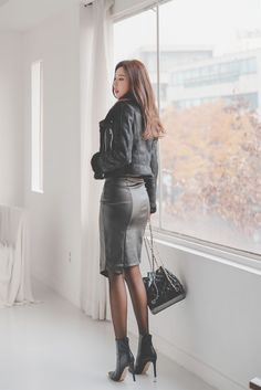 Korean black leather dress, with high heels, is simply too sexy – Easy Style Now Asian Fashion, Girl Fashion, Fashion Outfits, Womens Fashion, Fashion Ideas, Black Leather Dresses, Leather Skirt, Leder Outfits, Tights Outfit