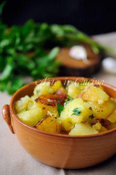 Patate trifolate in padella cucina lombarda vickyart arte in cucina Potato Recipes, Lunch Recipes, Vegetable Recipes, Salad Recipes, Diet Recipes, Cooking Recipes, Healthy Recipes, My Favorite Food, Food Inspiration
