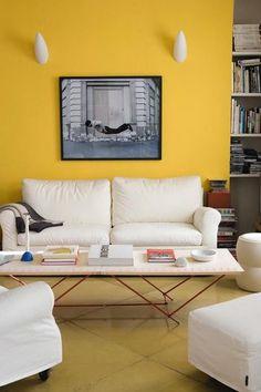 Des murs éclatants comme ce salon jaune - Plus de photos sur Côté Maison http://petitlien.fr/721z
