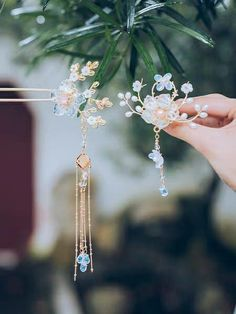 Bride Hair Accessories, Jewelry Accessories, Bride Hairstyles, Cool Hairstyles, Jade Stone Jewellery, Fantasy Jewelry, Hairpin, Headpieces, Hair Jewelry