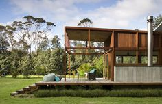 house on stilts; Sustainable home on Great Barrier Island, New Zealand.