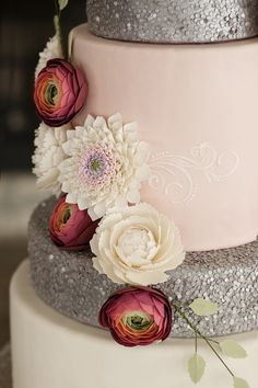 GORGEOUS CAKE from this Elegant Winter Wedding with Such Gorgeous Ideas via Kara's Party Ideas KarasPartyIdeas.com #winterwedding #weddingcake #weddingideas #weddin...